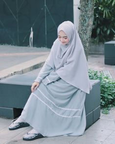 Hijab Gown, Hijab Outfit, Dress Outfits, Casual Outfits, Abaya Fashion, Muslim Fashion, Modest Fashion, Fashion Socks, Fashion Outfits