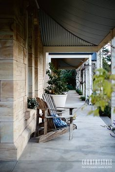 Veranda of sandstone house: large white pot plants, wooden chairs, concrete floor Australian Architecture, Australian Homes, Modern Country, Country Style, Country Living, Outdoor Rooms, Outdoor Living, Modern Townhouse, Living In England