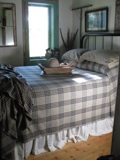 PictureTrail provides online photo sharing, personal homepages and image hosting. Pretty Bedroom, Cozy Bedroom, Dream Bedroom, Bedroom Decor, Bedroom Ideas, Master Bedroom, Primitive Country Bedrooms, Primitive Bedding, Farmhouse Bedrooms