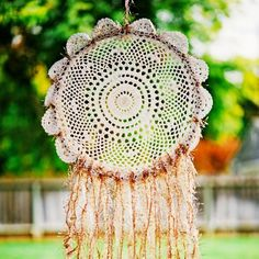 Learn to make this pretty and really easy lace dreamcatcher. Step-by-step images!