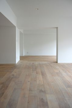 white walls, white shaker style base board (no trim at ceiling) and light Timber flooring - Living spaces Timber Flooring, Hardwood Floors, Flooring Ideas, Concrete Floors, Laminate Flooring, Flooring On Walls, White Flooring, Timber Walls, Minimalist Home
