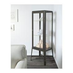 FABRIKÖR Vitrina IKEA Con una vitrina puedes exponer y proteger tus objetos preferidos.