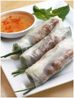Spring Rolls with Nem Nuong. Vietnamese Spring Rolls with Nem Nuong (grilled pork patties) Pork Spring Rolls, Chicken Spring Rolls, Fresh Spring Rolls, Pork Recipes, Asian Recipes, Cooking Recipes, Healthy Recipes, Ethnic Recipes, Vietnamese Cuisine