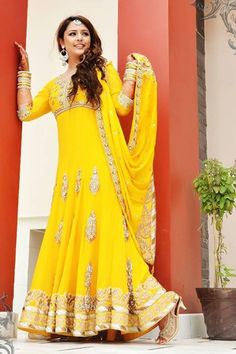 Mehndi Fashion Dresses Trend 2014 for Bridal Pakistani Mehndi Dress, Bridal Mehndi Dresses, Mehendi Outfits, Pakistani Dress Design, Pakistani Outfits, Indian Outfits, Pakistani Clothing, Indian Clothes, Indian Dress 2017