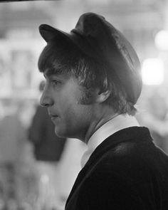 John Lennon, a hard days night Beatles One, John Lennon Beatles, Jhon Lennon, Julian Lennon, Beatles Photos, Great Bands, Cool Bands, The Beetles, Liverpool Legends