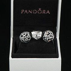 Heart Of The Family Gift Set, $140.00 (http://www.pandoramoa.com/heart-of-the-family-gift-set/)