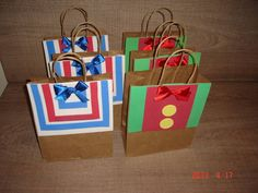 I gathered in this post creative ideas of personalized bags !Inside, you can place the souvenirs, sweets, treats or simply deliver to the guests to keep Birthday Favors, Party Favors, Happy Birthday, Birthday Parties, Birthday Ideas, Clown Party, Circus Party, Animal Crackers, Party In A Box