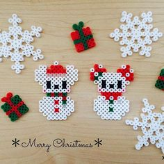 Mickey and Minnie snowmen Perler Bead Designs, Hama Beads Design, Diy Perler Beads, Perler Bead Art, Fuse Bead Patterns, Perler Patterns, Beading Patterns, Christmas Perler Beads, Beaded Christmas Ornaments