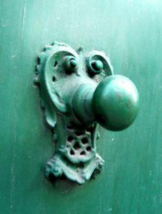 Door handle in Cleves, North Rhine-Westphalia, DE.  Photographer: Taschik.