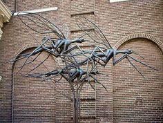 'Meppeler Muggen'; De inwoners van Meppel worden ook wel 'Meppeler muggen' genoemd n.a.v. een volksverhaal. De sage wil dat op een warme zomeravond sommige inwoners dachten dat de kerktoren in brand stond, omdat er een rookwolk om de Meppeler toren hing, maar het bleek een zwerm muggen te zijn.