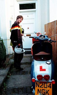 Gallascooter! Liam Gallagher Noel Gallagher, Oasis Music, Oasis Band, Liam And Noel, Look Back In Anger, British Rock, Britpop, Wonderwall, Good Looking Men
