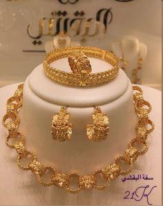 New Jewellery Design, Gold Bangles Design, Fancy Jewellery, Gold Earrings Designs, Arabic Jewelry, Wedding Jewelry Sets, Bridal Jewelry, Gold Fashion, Fashion Jewelry