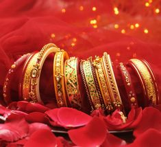 Fit for a Queen! Bridal Bangles, Gold Bangles, Thread Bangles, Real Gold Jewelry, Indian Jewelry, Silver Jewellery, Silver Earrings, Manubhai Jewellers, Rajputi Jewellery