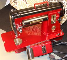Antique Vintage 1952 Singer 301 Sewing Machine Featherweight Big Brother 700371880200   eBay LOVE THIS PAINT JOB!
