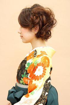 Japanese hairstyle for women in Kimono Japanese Hairstyles, Kelly S, Yukata, Prom Hair, Weapons, Kimono, Hair Accessories, Hair Styles, Wedding