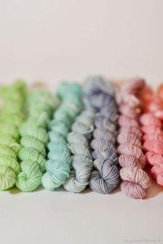 DIY: food coloring dyed yarn