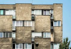 Vormgeving in sovjet-architectuur van het Poolse Wrocław. Architect: Stefan Müller. Housing building (main facade detail) ul. Grabiszyńska 133-35 Wrocław Poland Architect: Stefan Müller. BACU #socialistmodernism