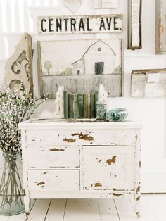 home decor shabby chic 20 Amazing Shabby Home Decor Ideas That You Could Make Itself Shabby Home, Shabby Chic Kitchen, Shabby Chic Homes, Kitchen Decor, Paint Furniture, Furniture Makeover, Home Furniture, Furniture Ideas, Bedroom Furniture