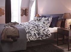 Masculine color palette with a romantic touch - the SOTBLOMSTER full/queen duvet cover.
