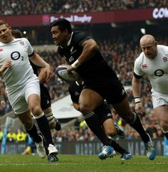 New Zealand's Julian Savea goes over for the first try of the game against England Rugby League, Rugby Players, England Rugby Team, Six Nations Rugby, Black Beats, British Lions, Super Rugby, All Blacks, Rugby World Cup