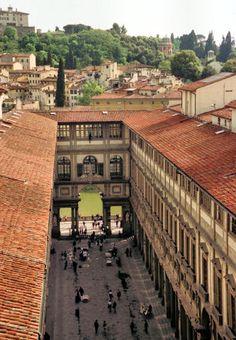Florence--Uffizi Museum, Italy. Sono stata proprio qua il mese scorso, una citta meravigliosa!