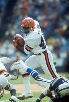 The Bengals' Archie Griffin, two-time Heisman winner at Ohio State. Nfl Football Players, Football Art, Vintage Football, Football Helmets, Football Stuff, College Football Uniforms, Nfl Uniforms, School Football, Nfl Denver Broncos