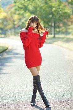 Asian Fashion, Girl Fashion, Womens Fashion, Girls In Mini Skirts, Beautiful Asian Women, Sexy Asian Girls, Sexy Legs, Sexy Outfits, Asian Woman