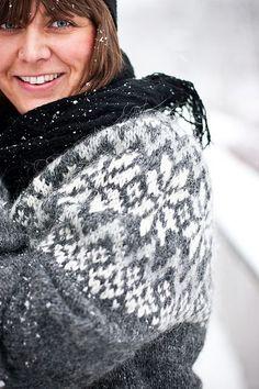 Snjóflyksa – pattern for Icelandic lopapeysa sweater / lopapeysa wool cardigan snowflake geometrical symmetrical circular yoke raglan Snowflake – pattern for Icelandic lopapeysa sweater / lopapeysa wool cardigan snowflake geometric Fair Isle Knitting Patterns, Sweater Knitting Patterns, Knit Patterns, Hand Knitting, Cardigan Pattern, Wool Cardigan, Ski Sweater, Icelandic Sweaters, How To Purl Knit