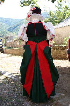 Valle de Hecho Pirineos, El traje cheso.Huesca