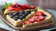 Berries & Cream Dessert Triangles Almost too pretty to eat. but don't miss a bite of these impressive -- but easy -- fruit pizza wedges that get a head start with refrigerated cookie dough. Köstliche Desserts, Dessert Recipes, Snack Recipes, Easy Fruit Pizza, Fruit Pizzas, Fruit Tarts, Brownies, Microwave Baking, Great Recipes