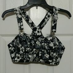 Black and White Floral Jeans Vest Used but I'm excellent condition Black and White Floral vest from forever 21 Size Small Forever 21 Tops Crop Tops