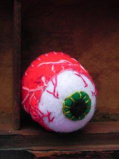 Creepy Cute Eyeball Pincushion  Macabre por blackwoodcottage