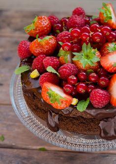 Tort cu ciocolata fara faina, fara zahar - Din secretele bucătăriei chinezești Vegan Gluten Free, Fără Gluten, Foods With Gluten, Low Carb Keto, Raw Vegan, Fruit Salad, Sugar Free, Deserts, Strawberry
