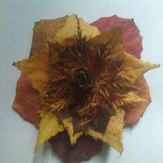 Podzimní dekorace z listů a šišky
