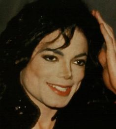 http://images5.fanpop.com/image/photos/27200000/-Smile-michael-jackson-27275204-538-600.jpg