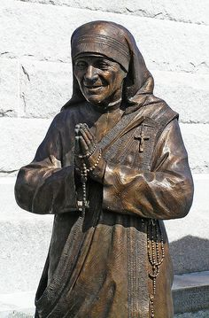 Mother Teresa statue by Leo Reynolds, St Louis Cemetery New Orleans, Louisiana