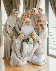 Party girl outfit inspiration ideas for 2019 Hijabi Wedding, Muslimah Wedding Dress, Muslim Wedding Dresses, Wedding Girl, Muslim Brides, Wedding Poses, Bridal Hijab, Hijab Bride, Malay Wedding Dress