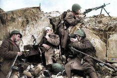 Color images of the Red Army soldiers during the Secoond World War. Battle Of Hamburger Hill, Battle Of Moscow, Us Special Forces, Soviet Army, Ww2 Photos, Photographs, History Online, Army Soldier, Red Army