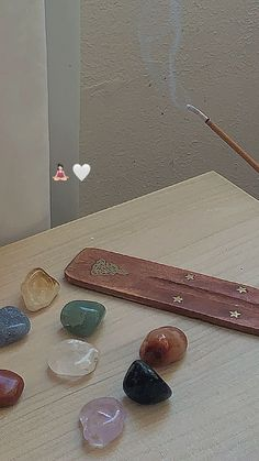 Crystals And Gemstones, Stones And Crystals, Mundo Hippie, Crystal Room, Estilo Hippy, Crystal Aesthetic, Witch Aesthetic, Good Energy, Fancy