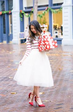 With only 5 days left until we ring in the New Year, I'm sharing 11 stylish holiday outfit ideas! Holiday Party Outfit, Holiday Dresses, Holiday Outfits, Holiday Fashion, Autumn Winter Fashion, Holiday Style, Red Pleated Skirt, Seattle Fashion, Red Gowns