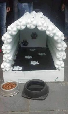 Dollar Store Crafter: Turn Empty Soda Pop Bottles Into A Dog House For Fido Crochet Flower Headbands, Diy Headband, Crochet Flowers, Plastic Bottle Crafts, Plastic Bottles, Pet Beds, Dog Bed, Diy Bracelets Elastic, Dog Furniture