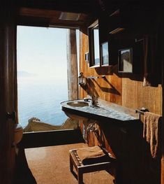 Wild Bird' Owings House, 1958. Mark Mills & Nathaniel Owings, Big Sur, California. Via @the.archers.inc on Instagram