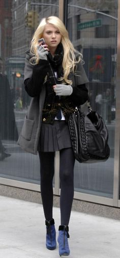 Taylor Momsen has the cutest style! Gossip Girl Fashion, Fashion Tv, Dark Fashion, Fashion Outfits, Taylor Momsen Style, Taylor Michel Momsen, Taylor Momson, Jenny Humphrey, Pantyhose Outfits