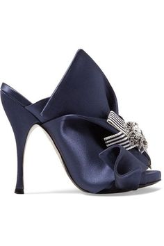N°21's knotted mules are loved by style influencers such as Man Repeller's Leandra Medine for their ability to elevate the simplest of outfits. Updated for spring in navy satin, this pair is adorned with an opulent crystal-embellished brooch and striped grosgrain bow. They have been made in Italy and are set on a curved 110mm heel.