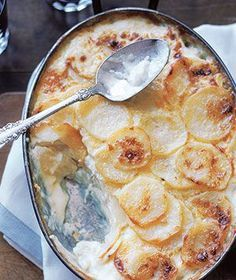 Horseradish Potato Gratin | Real Simple Recipes Ingredients unsalted butter for the baking dish, at room temperature 3 cups heavy cream 1/4 cup prepared horseradish 1/4 teaspoon ground nutmeg kosher salt and black pepper 3 pounds russet potatoes (about 6), peeled and thinly sliced