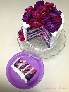 Striped Tea Party Cake Tutorial I want the top layer of my wedding cake to be this! Striped Tea Party Cake Tutorial I want the top layer of my wedding… Pretty Cakes, Beautiful Cakes, Amazing Cakes, Delicious Desserts, Yummy Food, Piece Of Cakes, Fancy Cakes, Cake Tutorial, Creative Cakes