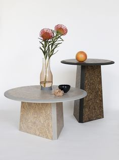Designed by David Derksen and Phil Procter, this side table uses biodegradable board material that made of pressed straw. The result is a side table with Funky Furniture, Table Furniture, Furniture Design, Best Interior, Interior Design, Minimal Design, Rotterdam, Flower Vases, Biodegradable Products