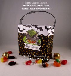 Halloween Treat Bag & Tutorial | Linda's Stampin' Escape Halloween Paper Crafts, Halloween Projects, Halloween Treat Bags, Easy Halloween, Party Printables, Candy Bar Wrappers, Minecraft Party, Treat Holder