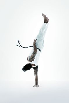 """CAPOEIRA BANANEIRA Also known as """"banana tree."""" One of the basics of capoeira is balancing on oneor both hands. This move is used to dodge ..."""