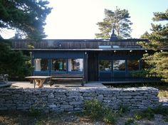 Ingmar Bergmans 1967 fertiggestelltes Haus auf der Grenze von Kiefernwald und Steinstrand bei Hammars auf Fårö (Foto: Eckhard Weise 2012)